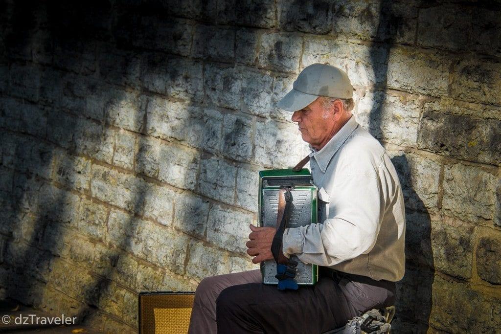 Street musician in Tallinn
